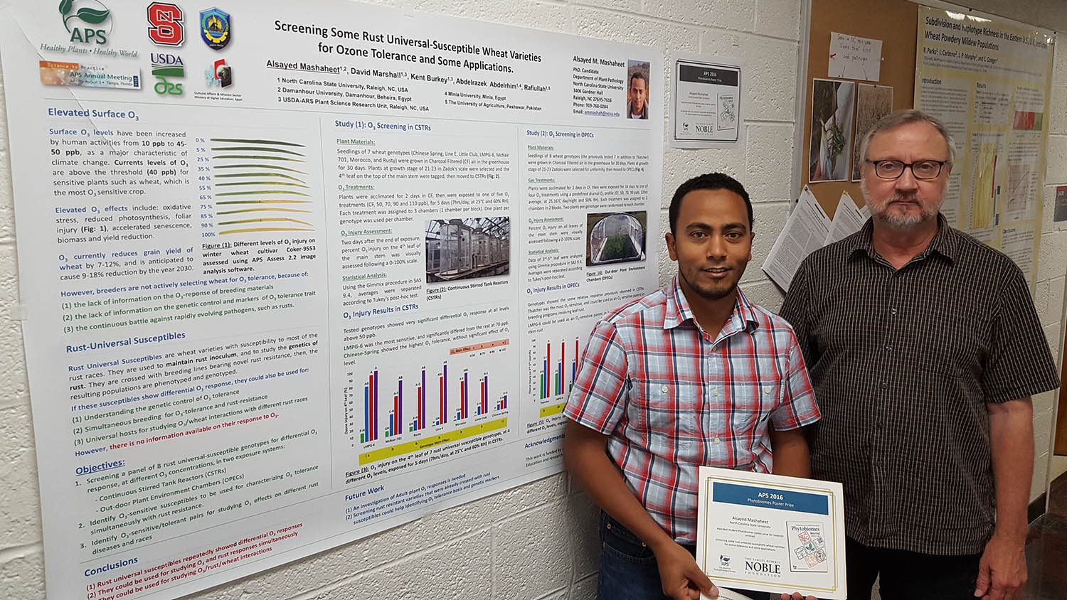 Alsayed M. Mashaheet and mentor pose with research poster and award