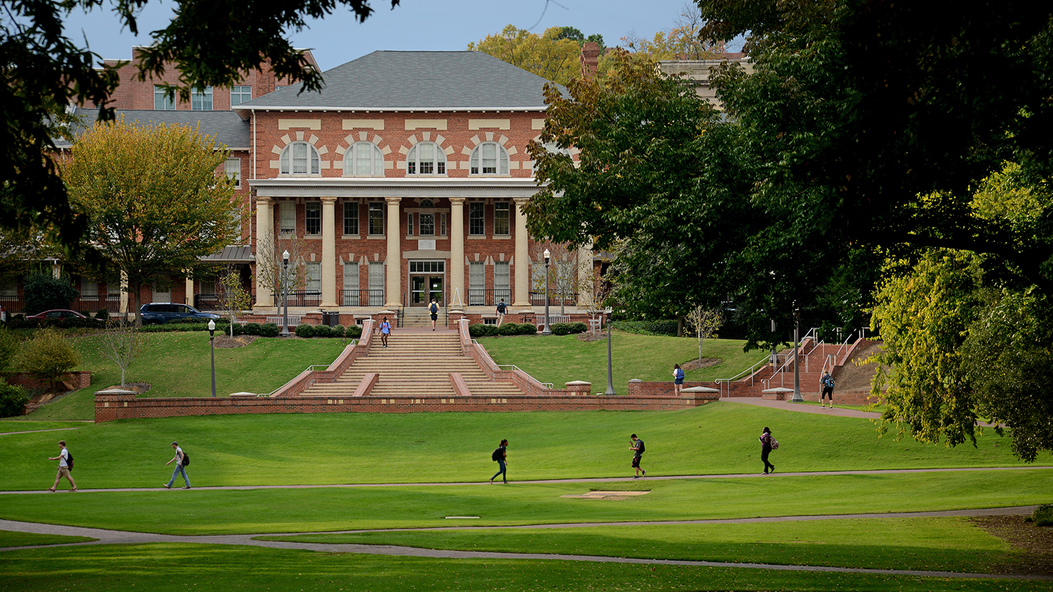 Students cross the Court of North Carolina on their way to and from class.