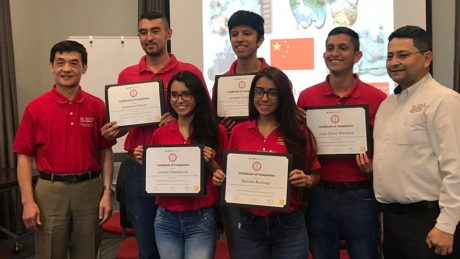 Edgar Oviedo and participants of the 2019 Poultry Nutrition Short Course