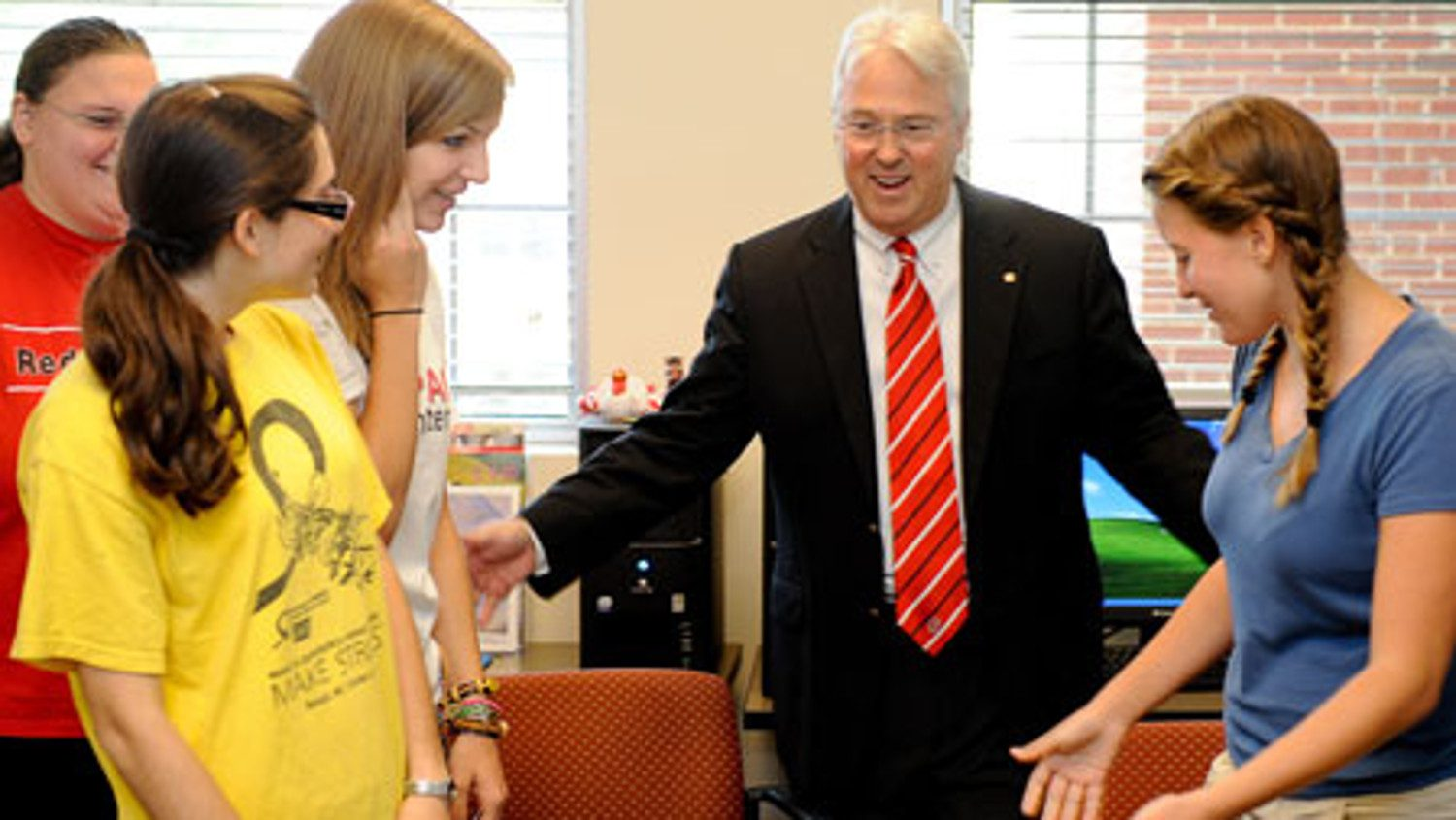 Chancellor Randy Woodson and students involved in VetPAC program