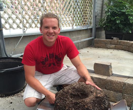 Brandon Huber de pé com raízes