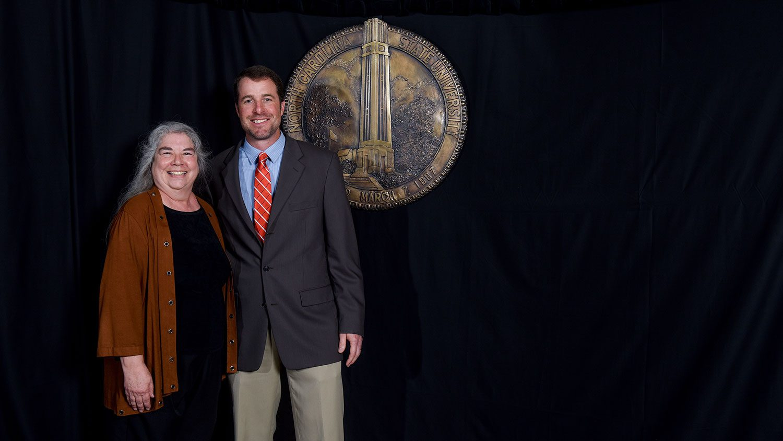 Lee Ivy receives Gertrude Cox Award