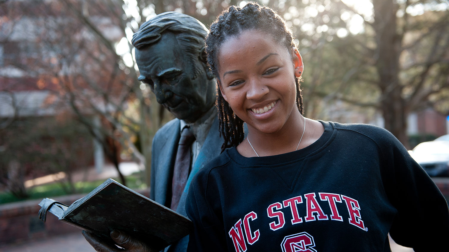 NC State student with Strolling Professor statue