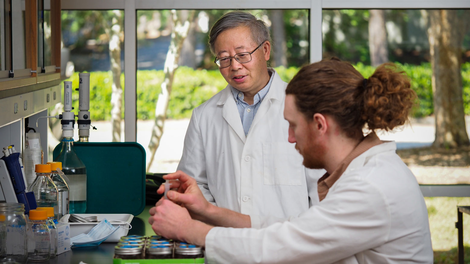 Shuijin Hu in lab with Sean Bloszies, a postdoctoral researcher
