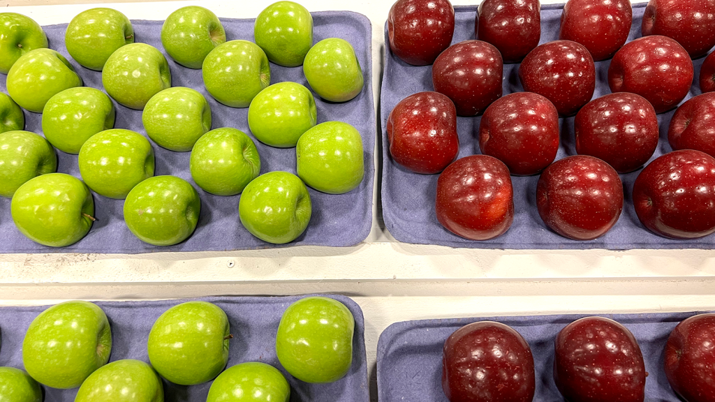 Granny Smith and Rome Beauty apples on display at the NCState Fair