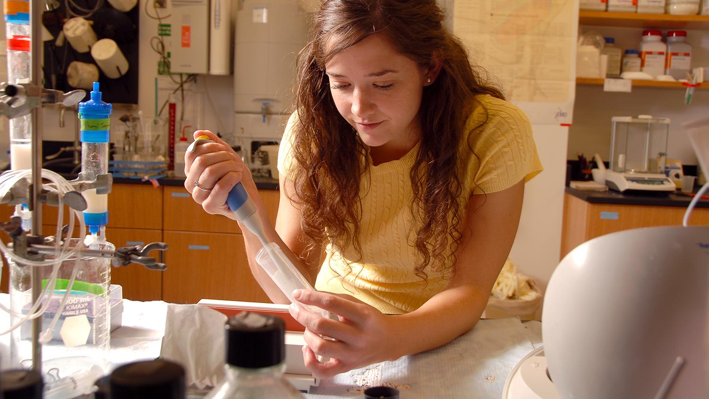 Jimmy V lab research student Hannah Cheek.